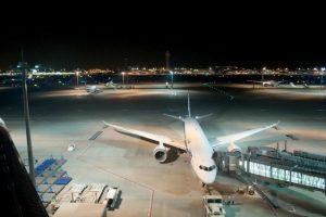 於晚上(20時後)抵達沖繩那霸機場後,即時租車展開旅程的方法