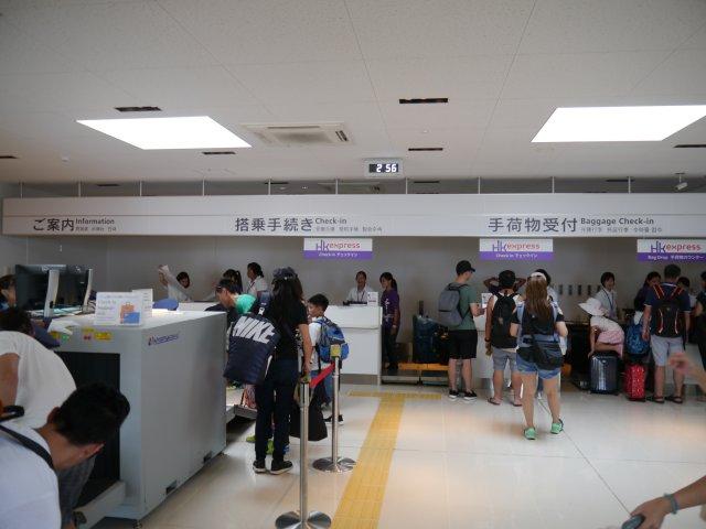 沖繩縣的石垣,就只有一個機場。石垣機場的國際線航站樓面積不大,相信來自外國的旅客也不會迷路。