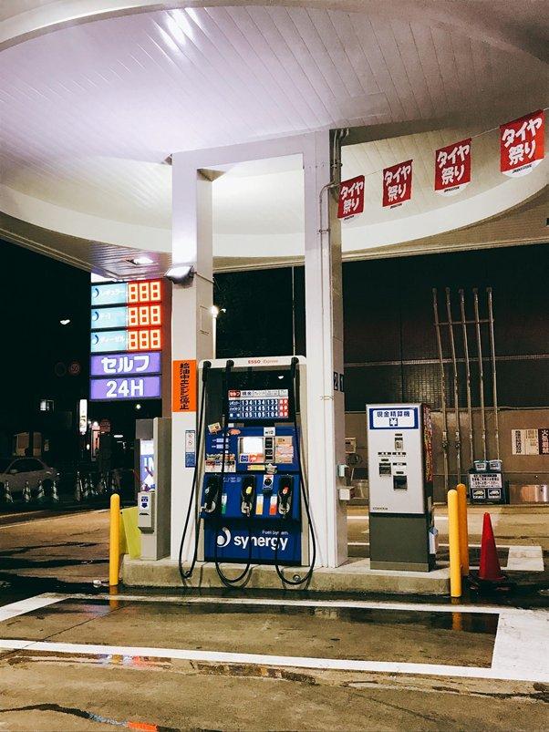 結束了短暫的返鄉行程,回到福岡天神準備還車。因為出租的車輛都是在油箱加滿的狀態下出租,所以在還車前,也必須先加滿油箱再歸還